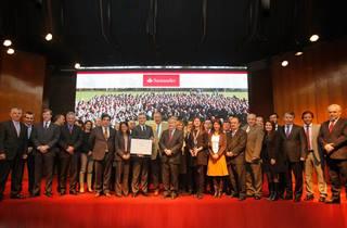 Banco Santander destacó en premiación de la Fundación Carlos Vial Espantoso 2016
