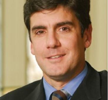 Los profesores Carlos Portales y Andrea Bagnara se refirieron a las relaciones laborales modernas en Chile