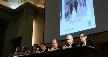 """Ex alumnos de la Universidad Católica presentaron la segunda edición del libro """"La Escuela de Chicago"""""""