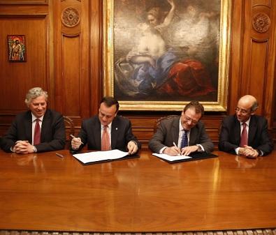 Universidad Católica y Fundación de Egresados de Ingeniería Comercial firman acuerdo de cooperación
