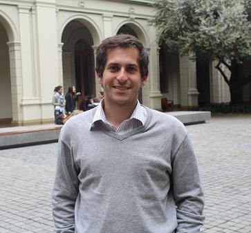 """Director de Funcionarios de Pastoral UC: """"Me interesa mostrar una Iglesia mucho más cercana""""."""
