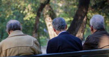 """Cinco recomendaciones de """"Cómo vivir bien 100 años"""" según expertos de la Universidad Católica."""