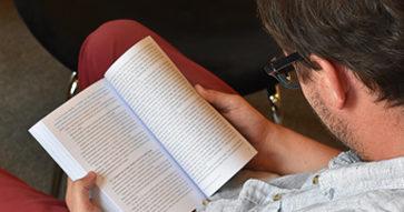 Profesores de la Universidad Católica recomiendan libros para las vacaciones