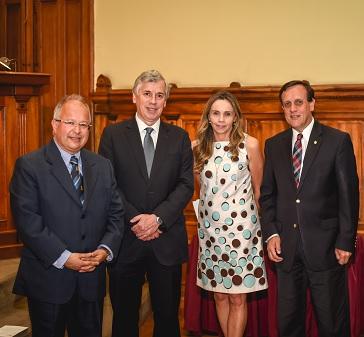 La Escuela de Administración UC recibe reconocimiento de AACSB Internacional por Impulsar la Innovación en la Educación de Negocios