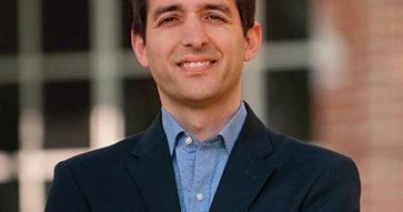 """""""Nuestros cursos se centran en el liderazgo, destacando el respeto a los demás y la diversidad"""", Mauricio Larraín."""