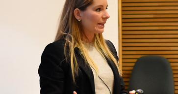 """Karina Pérez, directora de Robert Half Chile: """"El CEO debe ser un líder ágil""""."""
