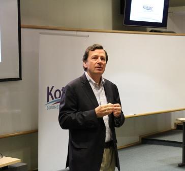 """Andrés Ibáñez, director del Diplomado en Ventas Estratégicas UC: """"Las ventas son un proceso de creación de valor para los clientes"""""""