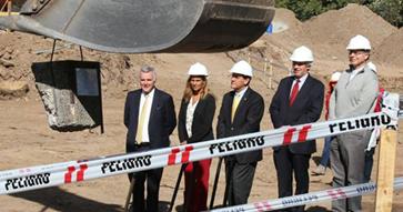 Autoridades colocan primera piedra de nuevo edificio de la Facultad de Ciencias Económicas y Administrativas UC