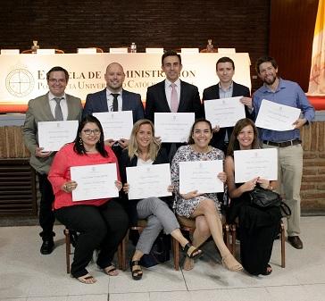 Más de 300 alumnos se graduaron en los Diplomados 2018 de Desarrollo Ejecutivo de la Escuela de Administración UC