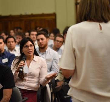 """Marcos Singer, Director MBA UC en la bienvenida a los nuevos alumnos: """"Queremos que ustedes sean actores, que sean abiertos, que contribuyan al quehacer público"""""""