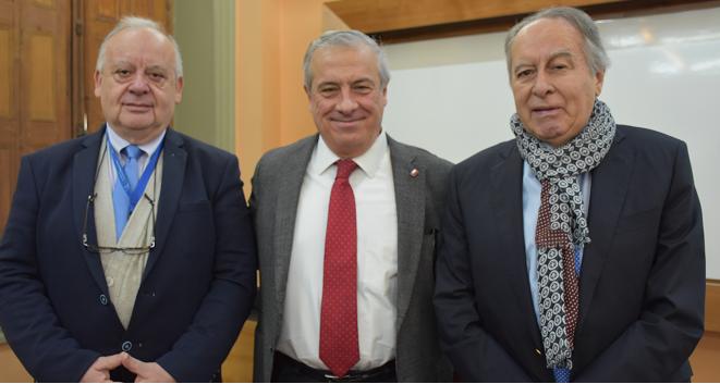 """Ministro Jaime Mañalich en Salud Global e Industria de la Salud: """"La vocación que los profesionales manifiestan aquí, es una promesa de un mejor sistema de salud para Chile"""""""