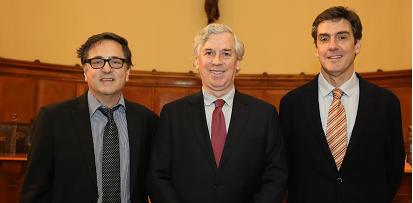 Carlos Portales y Jorge Tarziján fueron reconocidos por sus 25 años de trayectoria en la UC