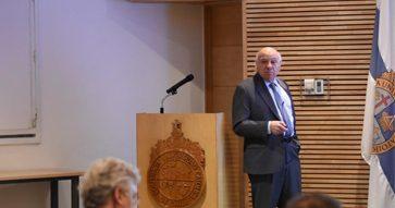 Vittorio Corbo presentó las prioridades para el crecimiento económico de Chile
