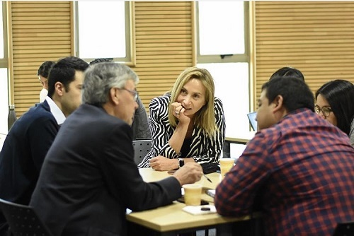 Con jornada de reflexión alumnos y graduados de la Escuela de Administración UC dialogaron sobre la crisis social que vive el país y cómo aportar desde la Escuela a la solución del conflicto