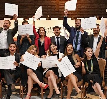Más de 300 alumnos se graduaron con éxito de los diplomados 2019 de la Escuela de Administración UC