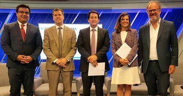 José Tessada modera panel sobre nuevas exigencias de información para las empresas, organizado por la SOFOFA, la CMF y el CGC UC, del que es director
